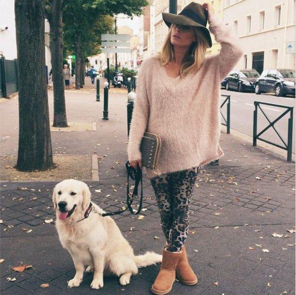Caroline Receveur promène sont chien toute en beauté.