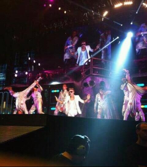 Le concert du 8 avril certaine photo sont à moi et d'autre à mon ami qui y étais aussi je vous avez promis