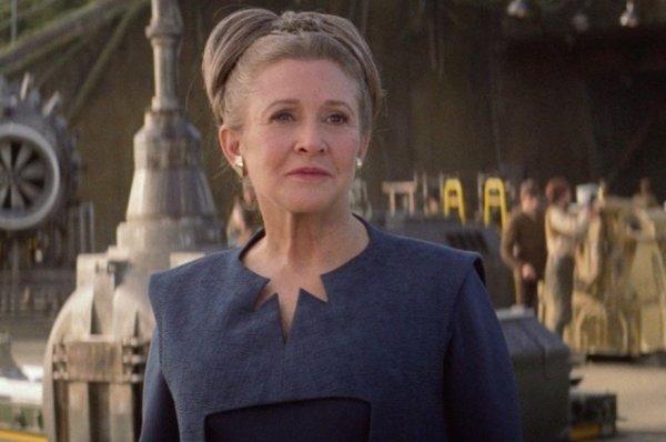 """Carrie Fisher au casting de """"Star Wars 9"""" : comment Leia va réapparaître à l'écran"""