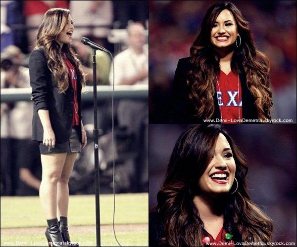 25.10.2011 :Demi a chanté le National Anthem des USA. C'était une très belle interprétation, Demi était tout simplement magnifique. Qu'en pensez vous ?