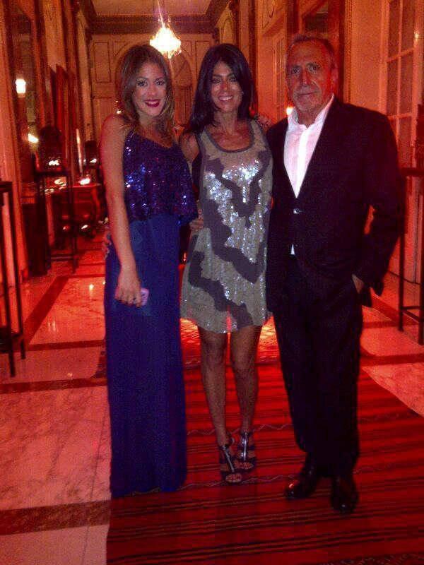Superbe photo de martina avec ses parents - Image de violetta et ses amies ...