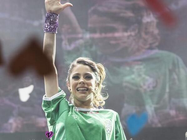 Violetta en Vivo au Mexique !!! Tini a été émue...Je l'embrasse fort !! ♥♥