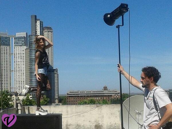 Backstage du photoshoot de Tini pour le mag Gente !! ;)