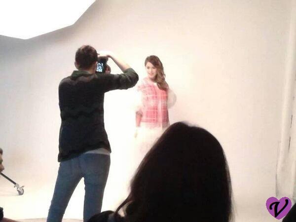 Coulisses et photos du photoshoot de Tini ♥ + nouvelle version de Libre soy !!