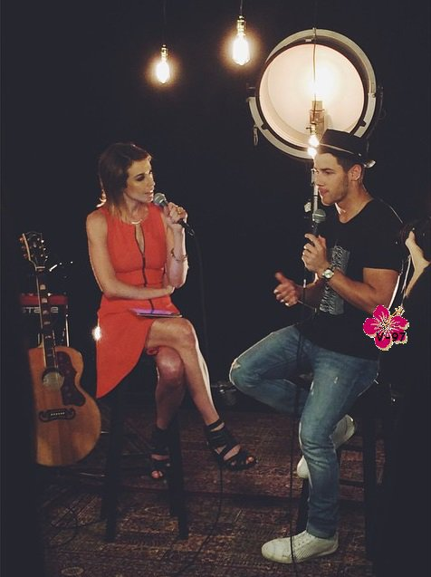•§• Nick Jonas en concert privé à Los Angeles & son interview exclusif lors du concert et à la radio •§•
