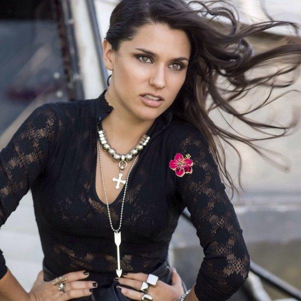 Photoshoot d'Alba Rico !! Elle est sublime !! ♥ + Interview de Martina Stoessel par Diego Ramos à Lengua Viva