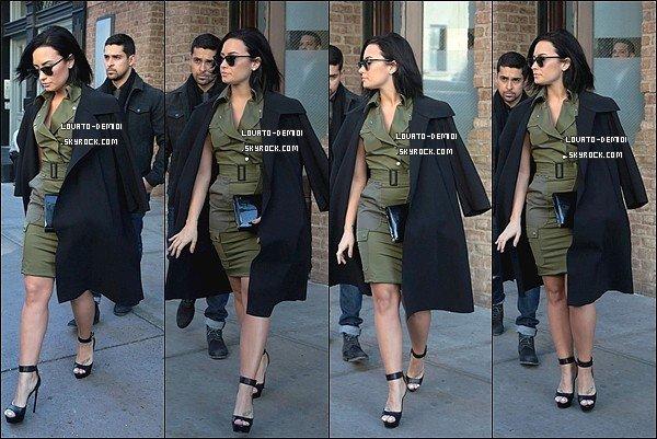 26/10/15 - Demi a été aperçue quittant New York avec son compagnon, Wilmer.