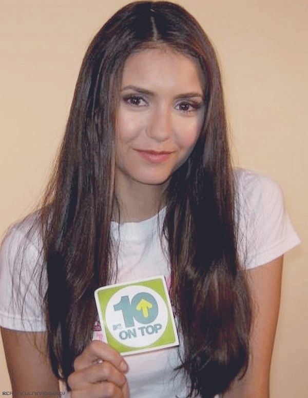 * Photo + interview de Nina à l'occasion de sa 2ème place dans le Top 10 de MTV + photos du tournage de l'épisode 3x03.*