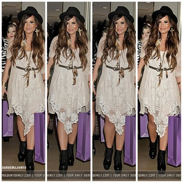 20.07.2011 : Demi Lovato a était invité par Noon By Noon