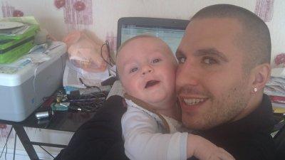trop beau mon  neveux d'amour nayan et mon beau frere  ke jaime :))) <3<3<3<3<3
