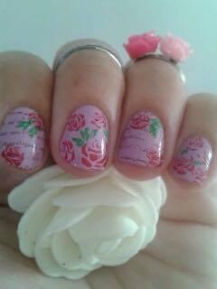 nail art fleurs et écritures
