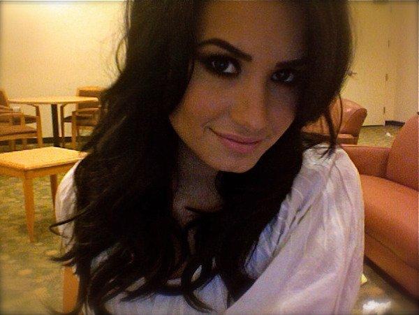 Demi Lovato : ses parents remercient ses fans et parlent de son hospitalisation !