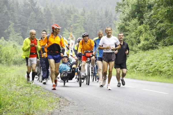 Dimanche  24 Juin 2012   37eme étape DAMIGNY-LONGUENOE soit  23.47 km total depuis le départ 968km