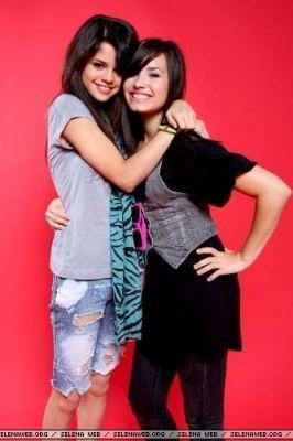 Demi Lovato et Selena Gomez dans la saison 2 de TVD ?