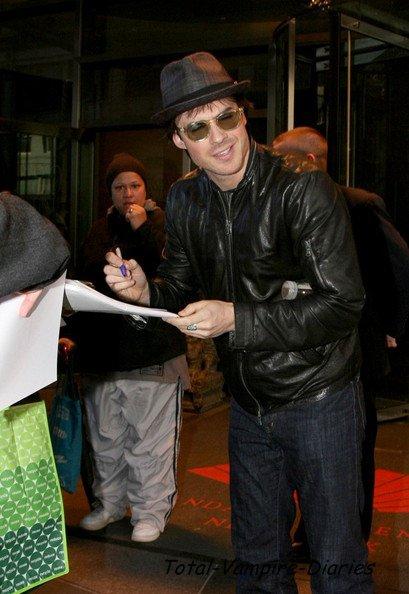 Ian a la sortie du show télévisuel de Regis & Kelly