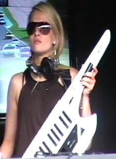 Miss Shine live Keytar
