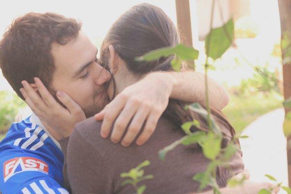 -je te laisse dans les bras de cette nuit, je laisse les etoiles veillé sur toi, je te confie a eux jusqu'a ce que le soleil se leve et prend la releve , et le moment venue je prenderai soin de toi