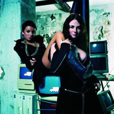 Dangerous And Moving (Advance) / Sacrifice (2005)