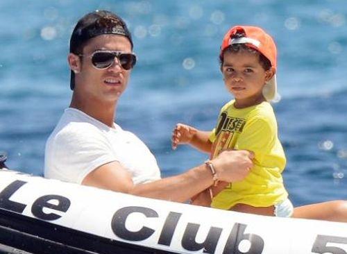 La troublante ressemblance entre Thiago Messi et Cristiano Junior !