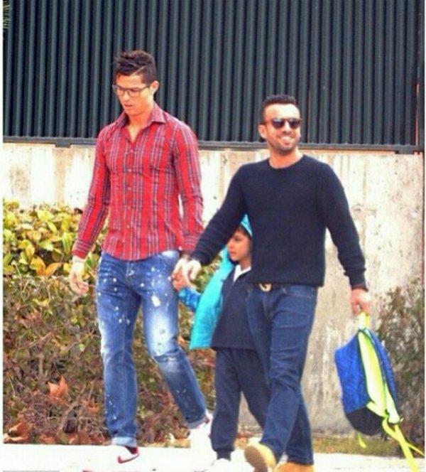 Cristiano et Junior à la sortie de l'école (30/01)