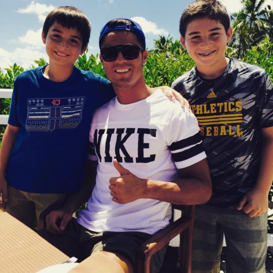 Cristiano et des fans aux Bahamas (22/06)