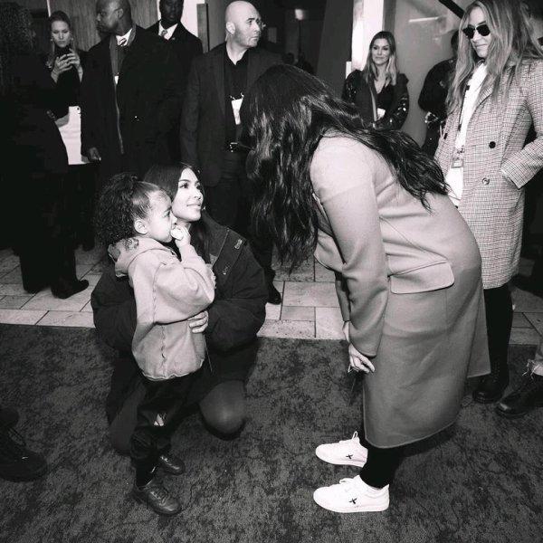 #MarchForOurLives à Washington. Demi a posé avec Miley pour l'occasion et a rencontré Kim K !
