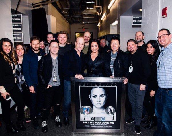 """A l'occasion de l'album Revamp d'Elton John, Demi reprend le titre """"Don't go breaking my heart"""" avec Q-TIP."""