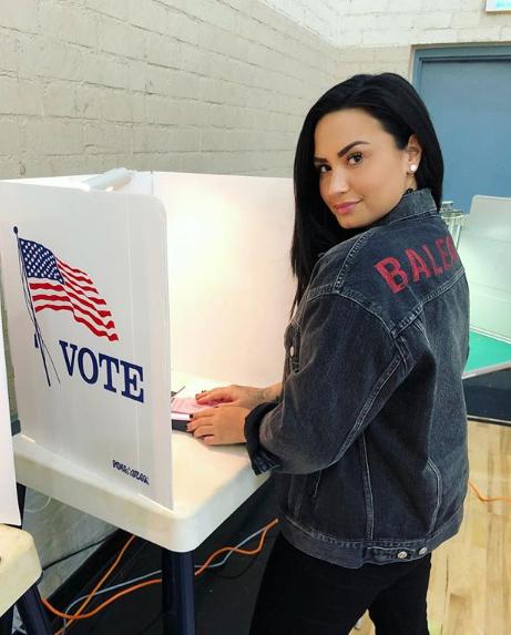Enfin de nouvelles photos de Demi puisqu'elle a été apperçue à Los Angeles apres 3 mois sans photos!