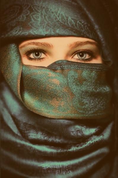 « Attachez-vous à la vérité car la vérité mène au bien et le bien mène au Paradis. » Rapporté par Al-Boukhari & Mouslim
