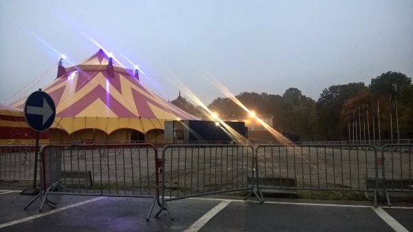 festival du cirque de Namur aujourd'hui matin tout était déjà monté