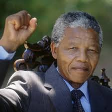 La politique peut être renforcée par la musique, mais la musique a une puissance qui défie la politique.  [Nelson Mandela]