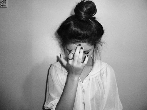 Parfois j'ai mal. Tellement mal que je préfère tout garder pour moi. Ça serait assez fort pour les toucher eux aussi.