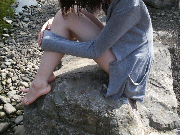 """Titre: De l'autre coté de la rive. Image: """"By the River"""" by Artistic Feet Musique:  Lucie ~  Pascal Obispo"""