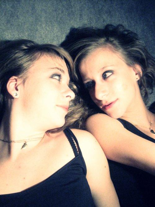 Image: Chloé & Célyna Musique: Jumelle ~ Lynda Lemay