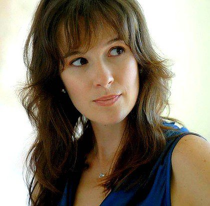 Claire van der Boom = Rachel