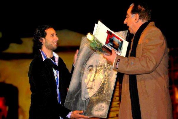 Une photo souvenir Pour donner l'artiste Ahmed ratib image dessinée - Una foto de recuerdo. Para dar al artista Ahmed ratib imagen dibujada