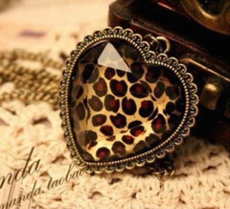 Collier /sautoir coeur léopard
