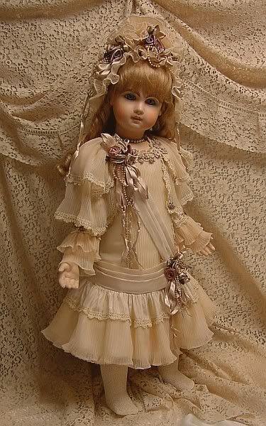Vous aimez les poupées anciennes ... prenez-les ! c'est pour vous