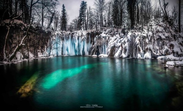 CROATIE : Le monde des mille cascades gelées ...