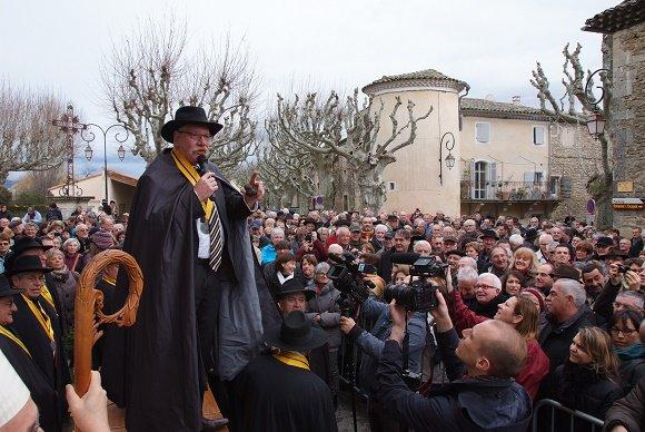 insolite!!!   Richerenches, dans le Vaucluse : une messe des truffes !