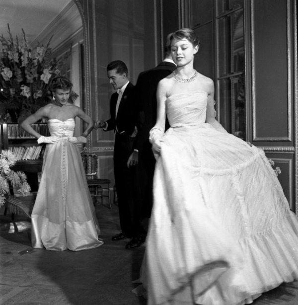 Versailles dévoile  des  photos de Robert Doisneau, chroniqueur de la vie mondaine
