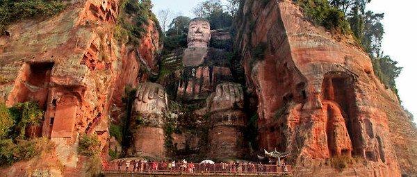 Chine : une statue géante de Bouddha refait surface !