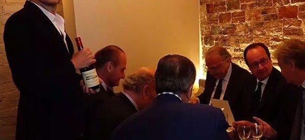 Le Roi du Maroc vient chercher F.Hollande au resto :