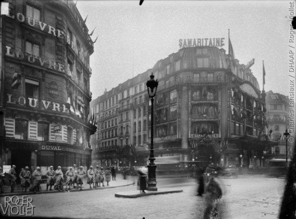 La rue de Rivoli à l'heure de la guerre