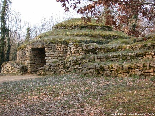 Le tumulus de Bougon ... Site Néolithique !