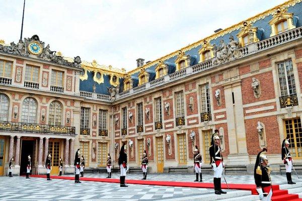 Accueil royal pour Vladimir Poutine à Versailles