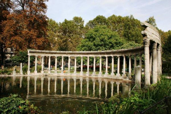 PARIS ... Les mille trésors du parc Monceau !