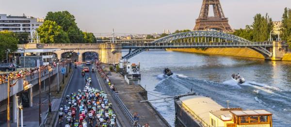 Arrivée du Tour de France sur les Champs Elysées ...