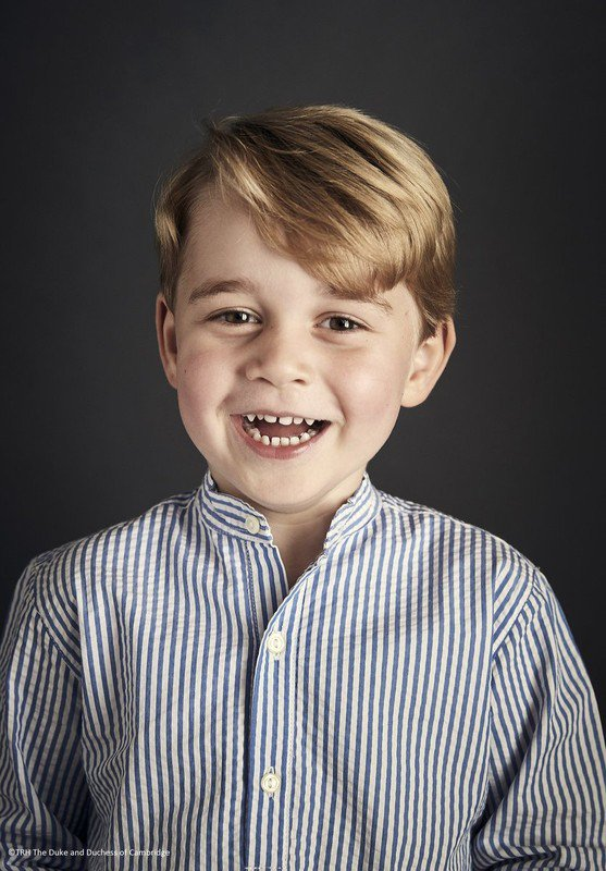 NOUVEAU PORTRAIT OFFICIEL DU PRINCE GEORGE