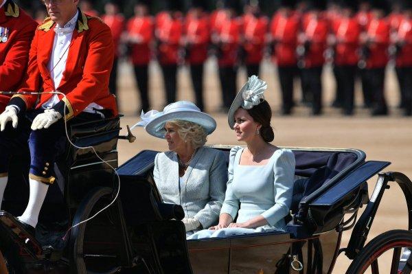 Elizabeth II parade pour ses 92 ans, première sortie officielle pour Meghan Markle